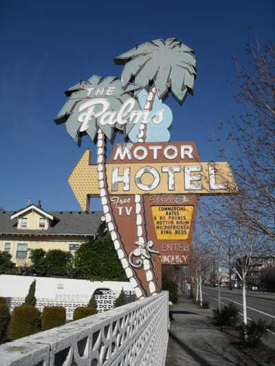 The Palms Motel's sign