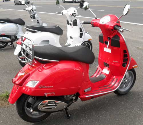 2010 Vespa GTS 300i.e., in Dragon Red