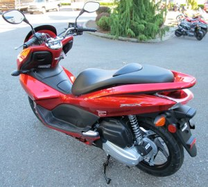 PCX125, rear view