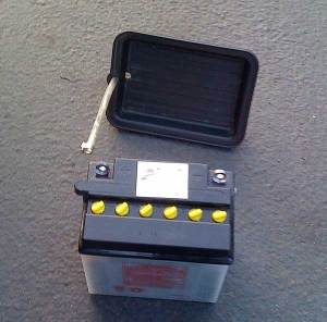 Battery and tray