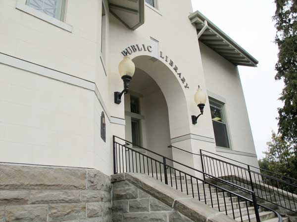 Fairhaven Library entrance