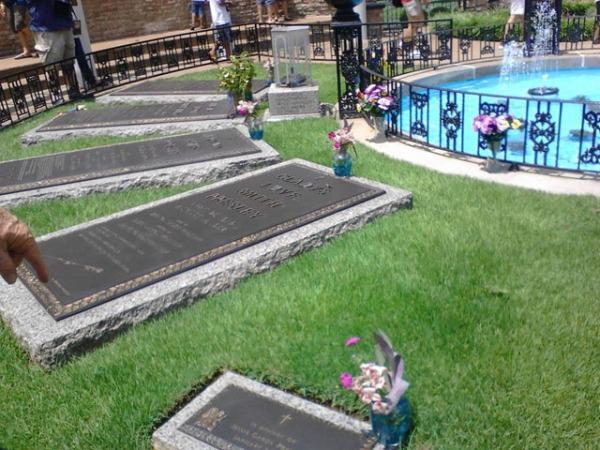 Graceland graves