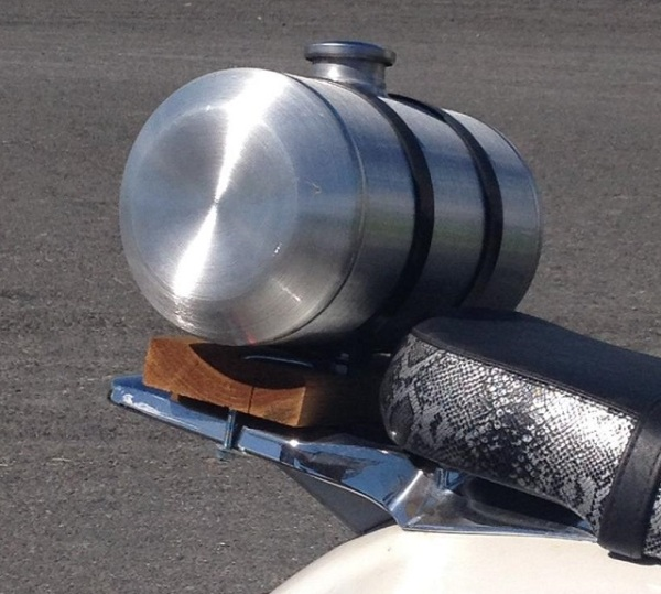 Auxiliary gas tank